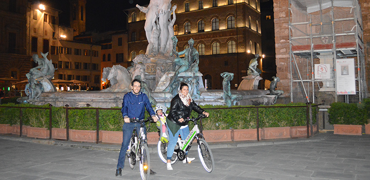 Electric Bike Night Tour of Florence with stunning view from Piazzale Michelangelo